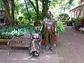 Statues of Frida Kahlo and Diego Rivera - panoramio.jpg