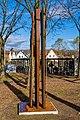 Stele der Umarmung (Freiburg Lehen) jm88053.jpg
