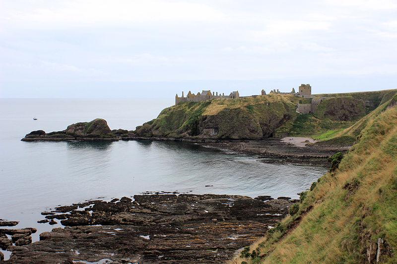 File:Stonehaven coastline 2013 2.JPG