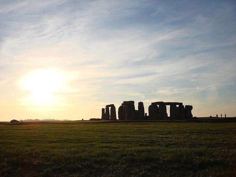 Datei:Stonehenge sunset.jpg
