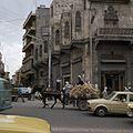Straatgezicht in de wijk Bab al-Faraj - Stichting Nationaal Museum van Wereldculturen - TM-20037985.jpg