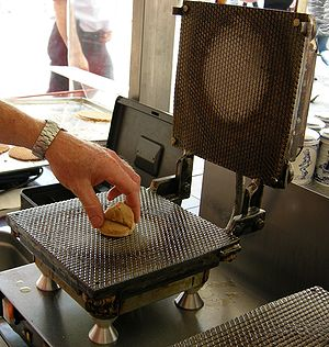 Waffle iron - A waffle iron used to make stroopwafels in Nijmegen
