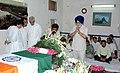 The Deputy Speaker, Lok Sabha, Shri Charnjit Singh Atwal paying tribute to the mortal remains of the former Prime Minister Shri Chandra Shekhar, in New Delhi on July 09, 2007.jpg