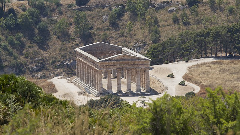 Файл:The greek temple of Segesta, Calatafimi, Trapani, Sicily, Italy - panoramio (5).jpg