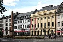 Stadttheater Koblenz, davor der Clemensbrunnen (Quelle: Wikimedia)