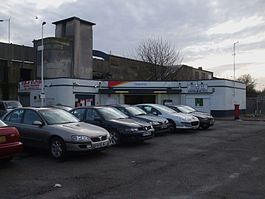 Tolworth station building.JPG