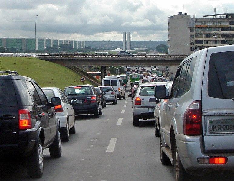 Ficheiro:Traffic Congestion Brasilia.jpg