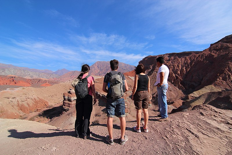 File:Trekking in the Quebrada de Cafayate, Salta (Argentina).jpg