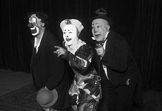 Le Métaverse - Introduction et Âge d'Or 320px-Trio_Fratellini_1932