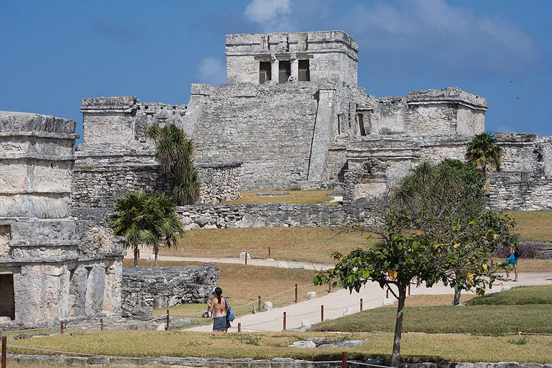 Pyramid El Castillo in Tulum