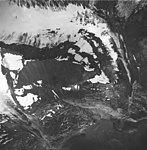 Tyeen Glacier, hanging glacier and mountain glacier with firn line, September 1, 1977 (GLACIERS 5948).jpg