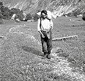 V vreči nese moko na planino, Soča 87, pri Štrolu 1952.jpg