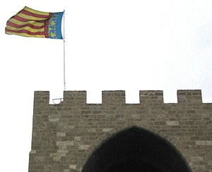 Flag of the Valencian Community - Image: Valencian flag atop guard tower