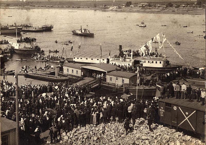 Велирорецкий крестный ход в 1911 году. Свободное изображение Википедии, предоставил Алексей Потупин