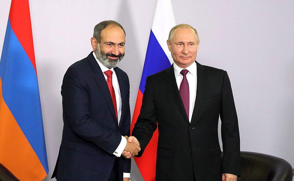 Vladimir Putin and Nikol Pashinyan (2018-05-14) 02