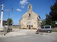 Volnay (Côte-d'Or, Fr) Chapelle et croix.JPG