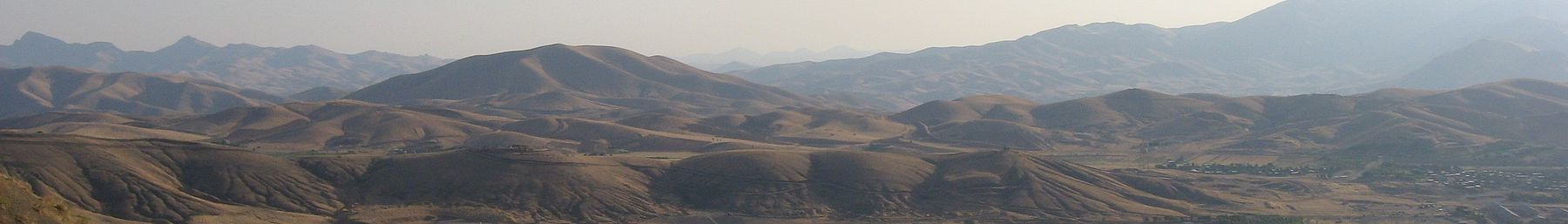 WV banner Kurdistan province Mountains around Sanandaj.jpg