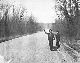 Hitchhiking - Hitchhiking near Vicksburg, Mississippi in 1936, photograph by Walker Evans