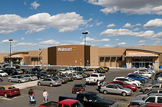 Chain store - Image: Walmart em Gladstone, Missouri 2011