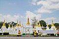 Wat Chedi Sao Lang (29337580294).jpg