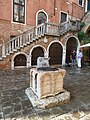 Well and scala in corte morosina.jpg