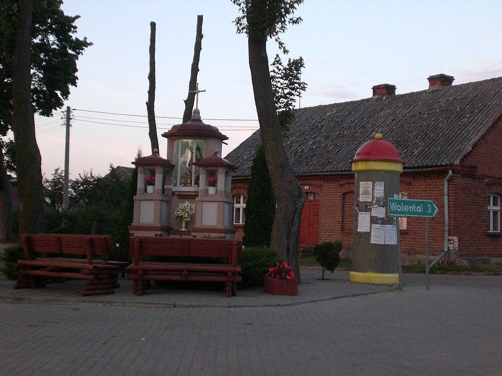 1024px-Wielki_Bukowiec_-_centrum_wsi.JPG