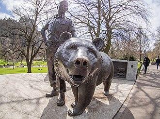 Wojtek (bear) - Monument to Wojtek in Princes Street Gardens, Edinburgh