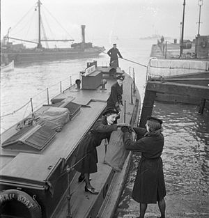 Packet boat - Image: Women's Royal Naval Service Wrens With the Fleet Mail, England, UK, November 1944 D22595