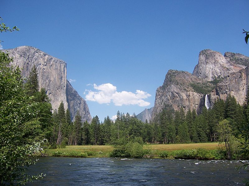 http://upload.wikimedia.org/wikipedia/commons/thumb/e/ec/Yosemite.JPG/800px-Yosemite.JPG
