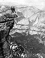 Yosemite Nemzeti Park, Glacier Point, háttérben a a Yosemite-vízesés. Fortepan 70470.jpg