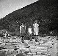 """""""Pesači"""", pri Škrlinah- kamni za prehod čez reko Rokavo pod Koštabonom 1950.jpg"""