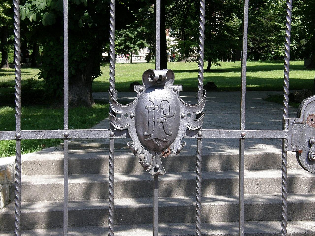 Ланьцутский дворец - zachodnia brama do parku - detal.jpg