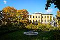 Главный дом - дворец осенью.jpg