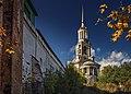 Колокольня надвратная с церковью Спаса Нерукотворного Образа осень.jpg