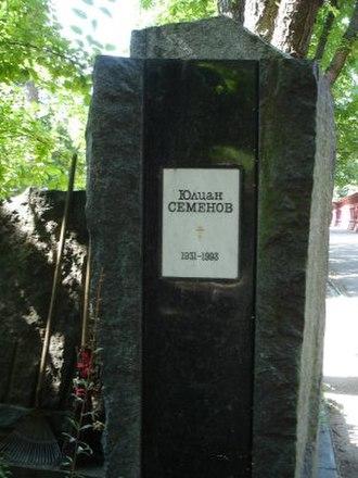 Yulian Semyonov - Semyonov' grave on the Novodevichy Cemetery