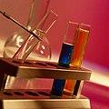 Пробирки с разными видами катализоторов.jpg