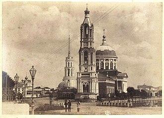 Соборный храм Спаса Преображения. 1847 (колокольня— 1869). Взорван 1 мая 1930 года. Оставшаяся от взрыва груда кирпичей лежала на площади около 30 лет