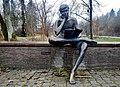 """""""Matze"""" ist in die Lektüre der Zeitung versunken, """"Matze"""" liest die Neckarquelle (2010) - Künstler, Herbert Wurm - panoramio.jpg"""