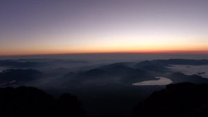 File:富士山頂御来光 Go-raikou(The sunrise) at summit of Mt.Fuji HDR-CX560V.webm
