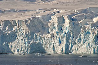 00 0244 Lemaire Channel - West Antarctica.jpg
