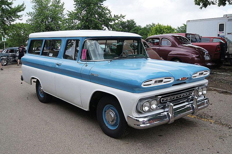 800px-1961_Chevrolet_Apache_Suburban.jpg