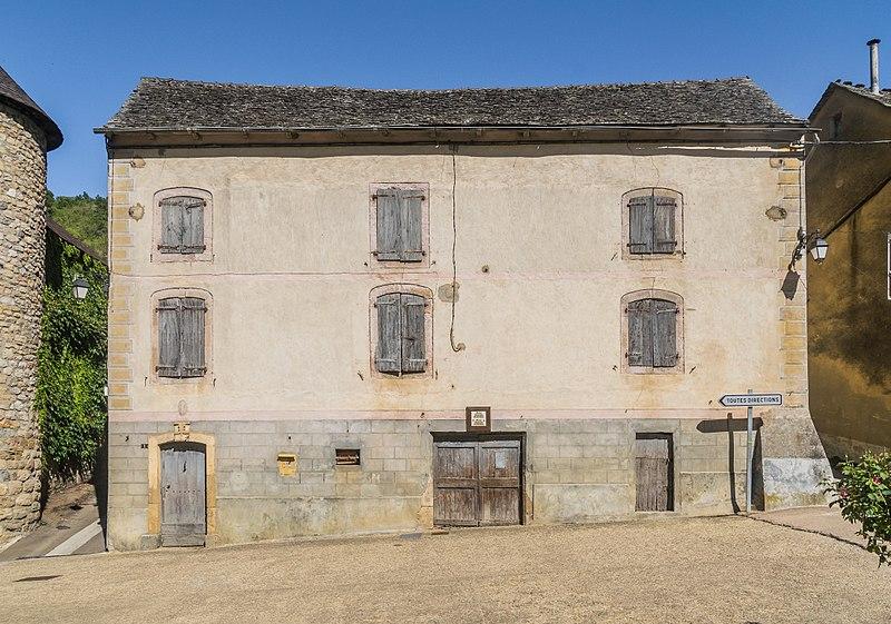 File:1 Route du Pontet in Quezac Lozere.jpg