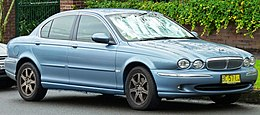 2004-2006 Jaguar X-Type (X400) SE sedan (2011-06-15) 01.jpg
