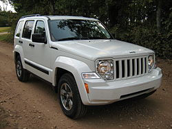 2008 Jeep Liberty KK white-f.jpg