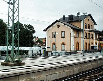 Hochspeyer station - Former entrance building and one of two current platforms