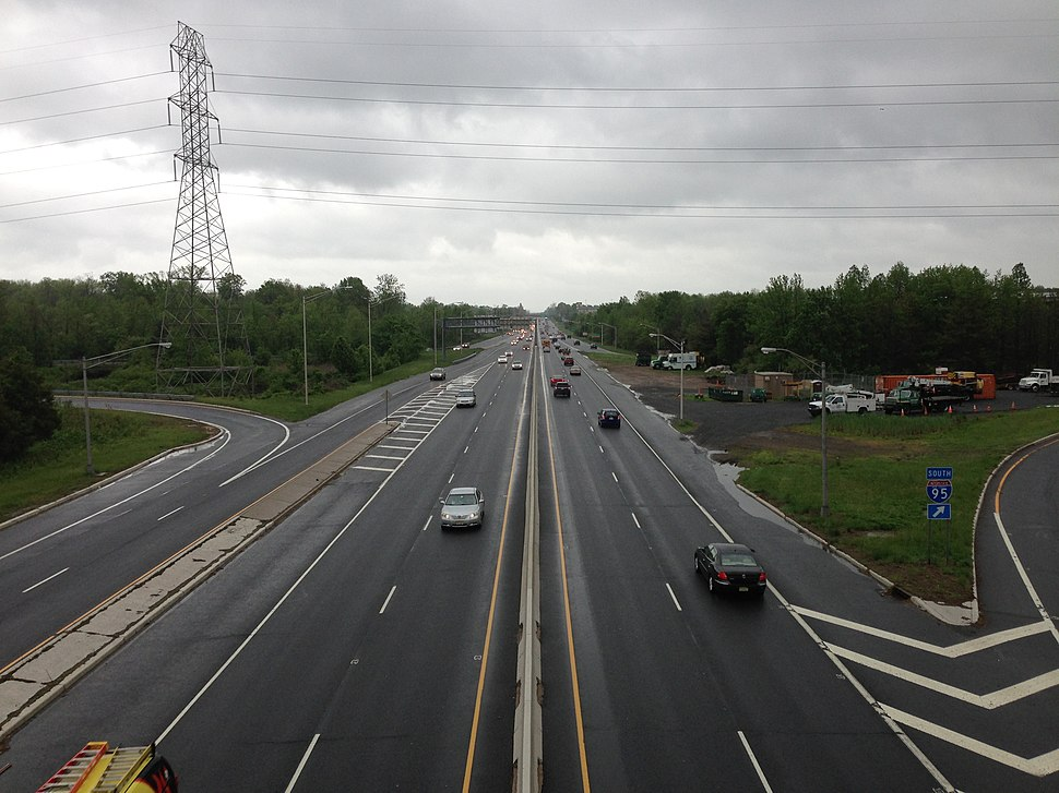 2014-05-16 13 54 15 View north along U.S. Route 1 (Brunswick Pike) from the overpass for Interstate 295 (Camden Freeway) in Lawrence Township, Mercer County, New Jersey