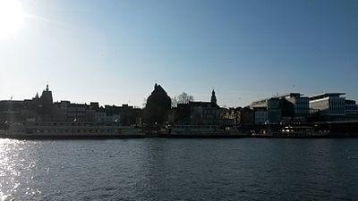20150312 Maastricht; West bank of Meuse and city of Maastricht seen from jetty between Sint Servaasbrug and Wilhelminabrug 02.jpg