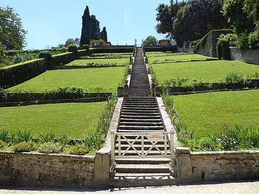 Firenze, Giardino Bardini, the grand baroque staircase that was constructed in the 17th century