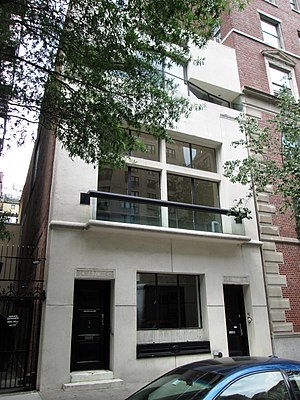 Robert A.M. Stern Architects - Image: 870 Park Avenue from south