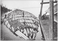 A 'cigar raft' of logs transported by the Mosquito and Coal Creek logging railway.png